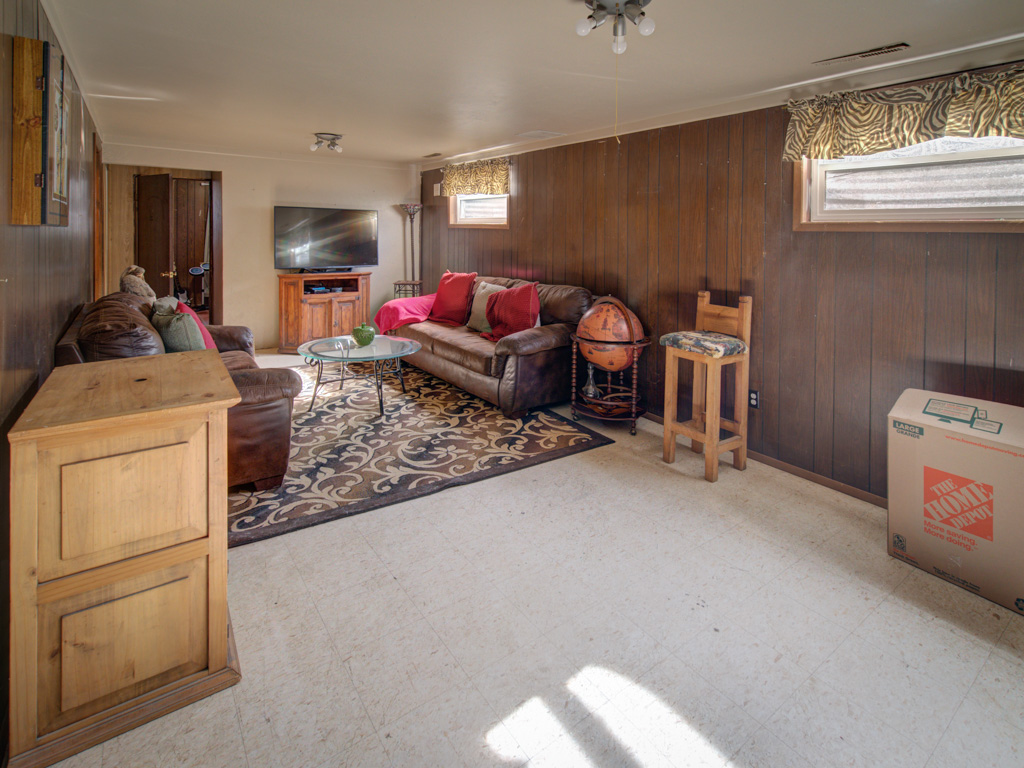 dale-family-room