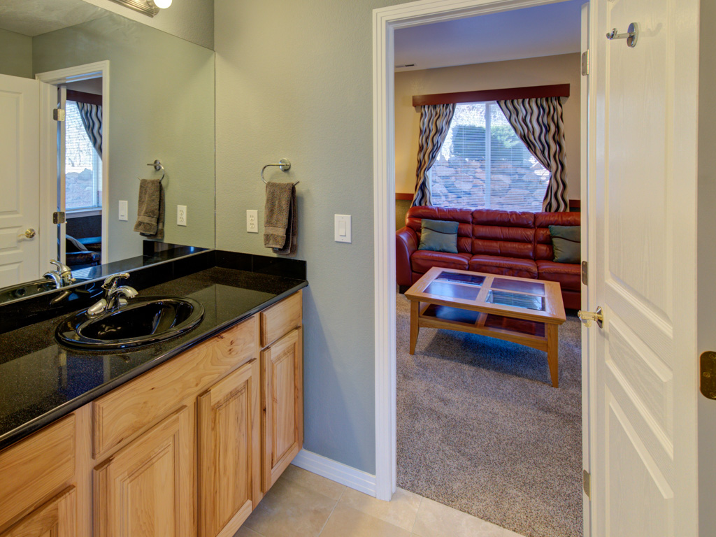 solitude-master-basement bath