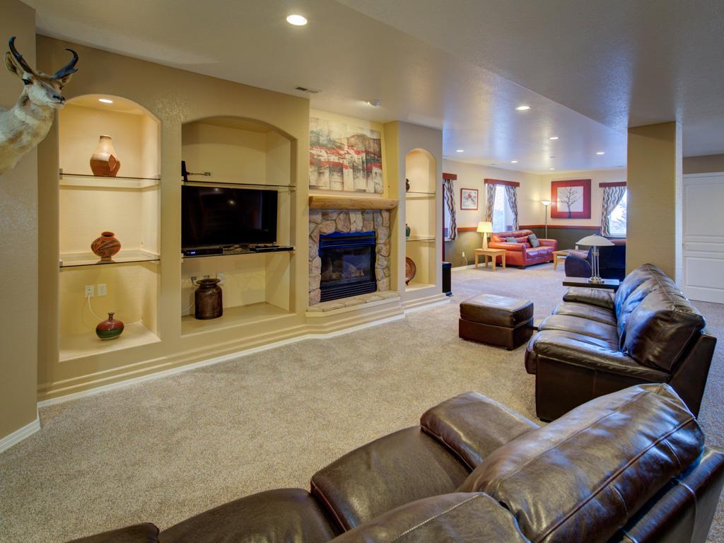 solitude-master-family-room
